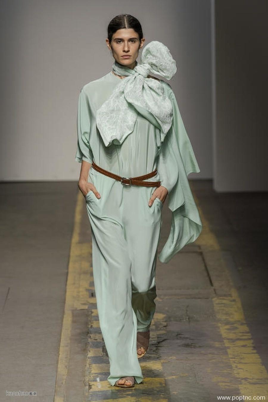 2020年伦敦时装周春夏T台亮点色彩秀-荧光薄荷色-POP花型网
